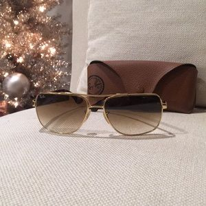 Authentic NWOT Women's Ray•Bans